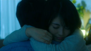 映画「君の膵臓をたべたい」病室桜良ハグ画像2